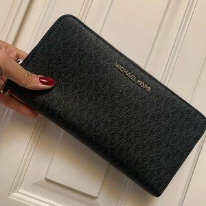 New MK xl wallet 🖤